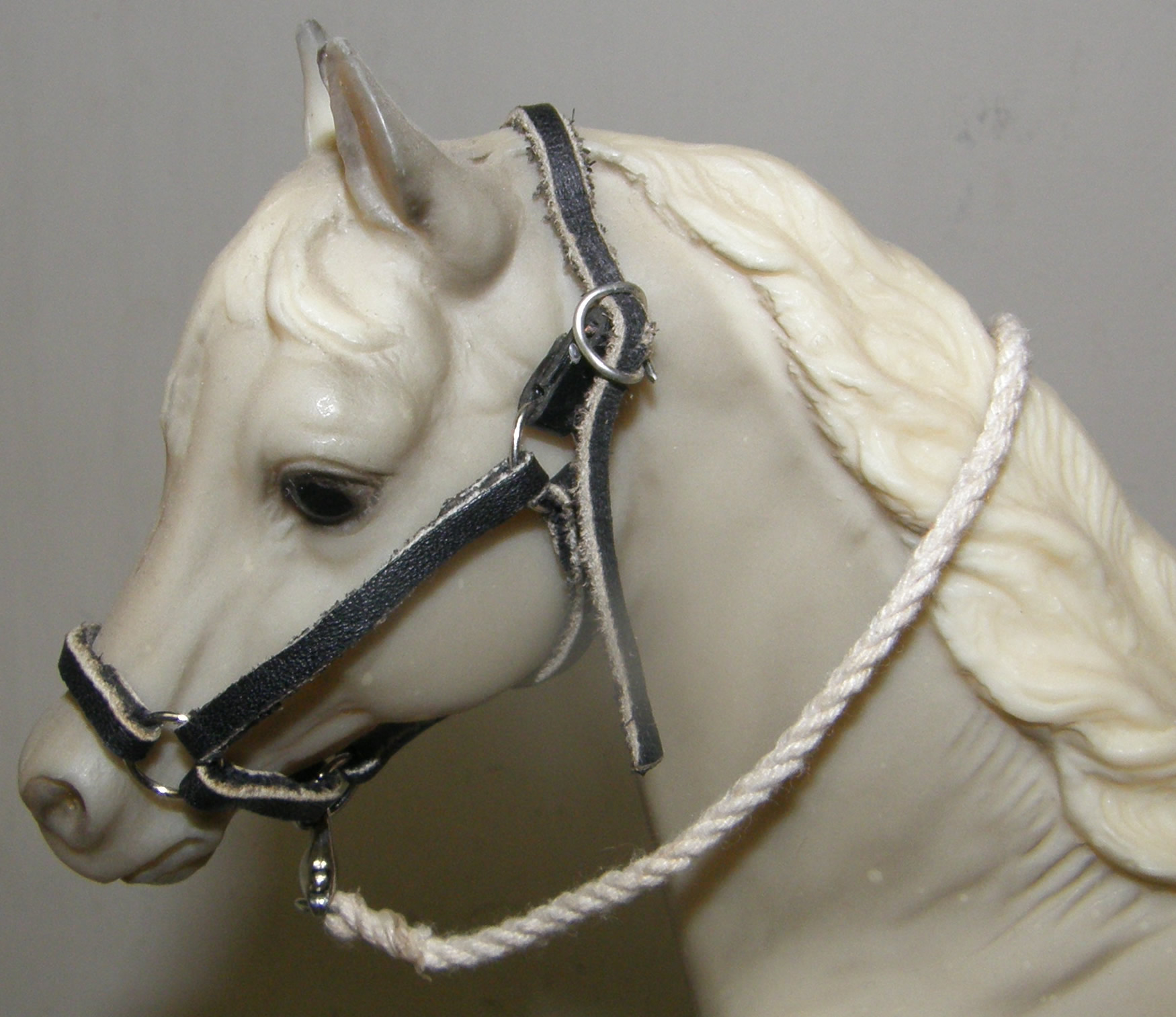 Breyer Model Horse Tack Props Breyer Horse Leather Halter & Cotton Rope Lead